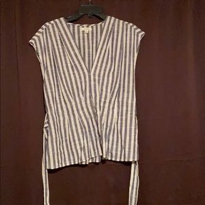Size Large shirt that ties in the front